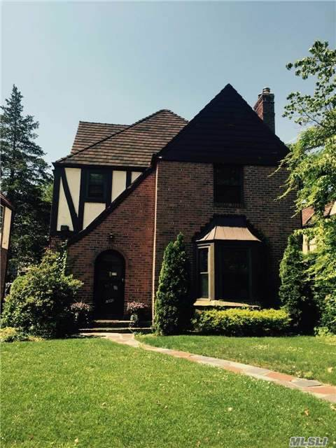 70-40 Kessel St, Forest Hills, NY 11375