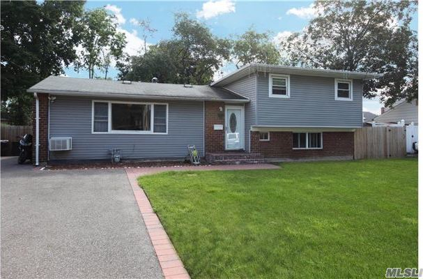 259 W 16th St, Deer Park, NY 11729