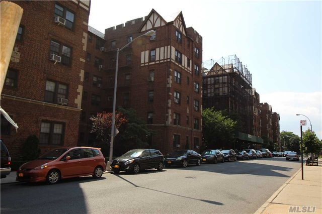 68-36 Burns St #F3, Forest Hills, NY 11375