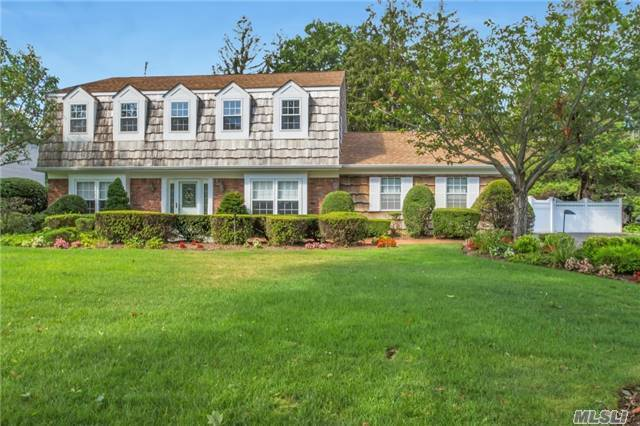 72 Pace Dr, West Islip, NY 11795