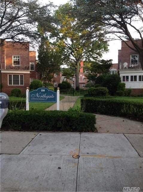 250 Central Ave #D220, Lawrence, NY 11559