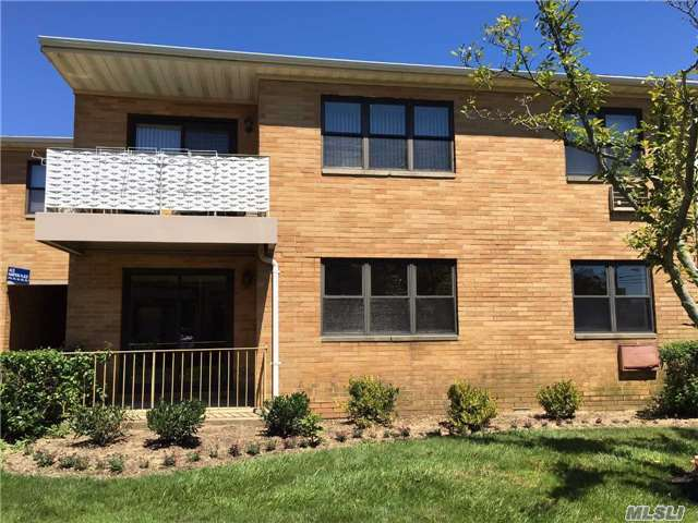 206 Westend Ave #9a, Freeport, NY 11520