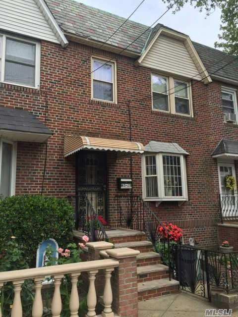 63-25 70th St, Middle Village, NY 11379