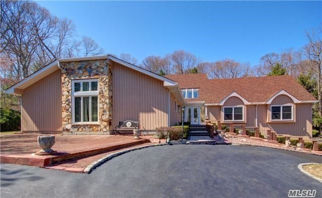 31 Riverview Ter, Smithtown, NY 11787