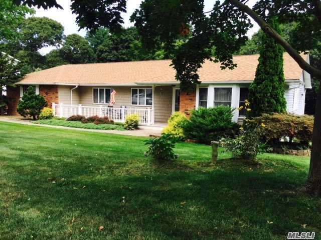 11 Deepdale Dr, Rocky Point, NY 11778