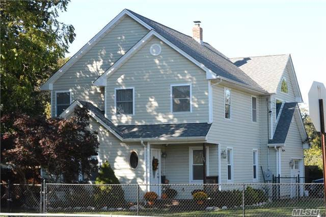 29 Danes St, Patchogue, NY 11772