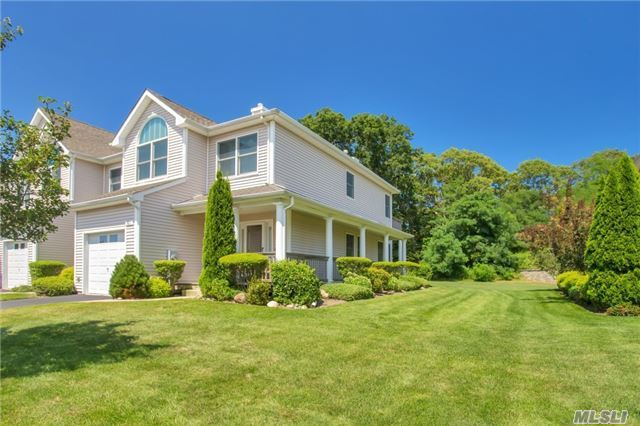 901 Willow Pond Dr, Riverhead, NY 11901