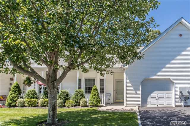 58 Oyster Cove Ln, Blue Point, NY 11715