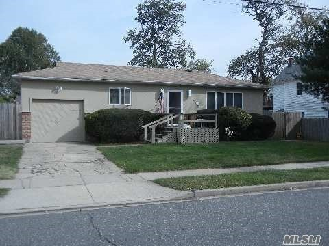 2609 Windsor Ave, Oceanside, NY 11572