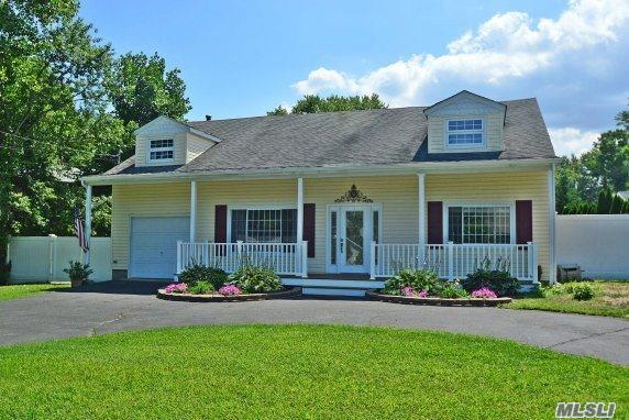 6 Stratford Rd, Miller Place, NY 11764