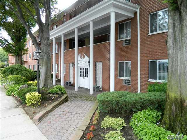 77 S Park Ave #B2, Rockville Centre, NY 11570