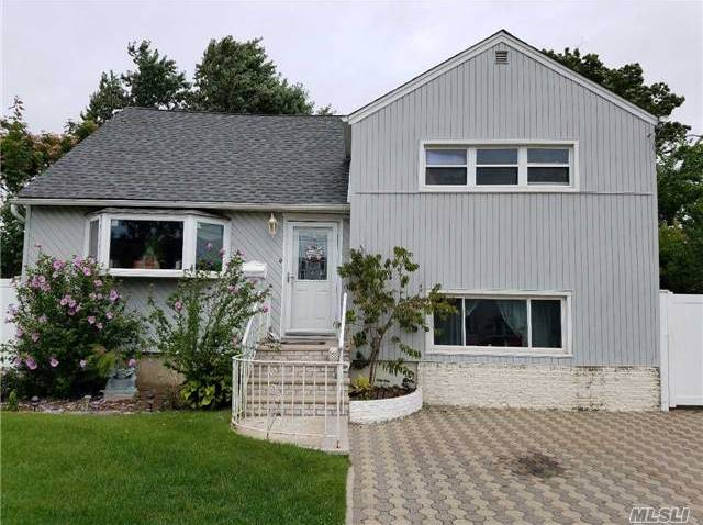 66 Jefferson St, Freeport, NY 11520