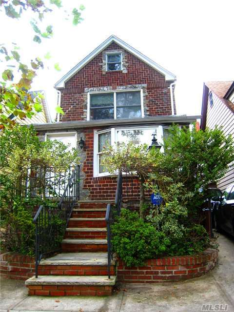 69-40 Manse St, Forest Hills, NY 11375