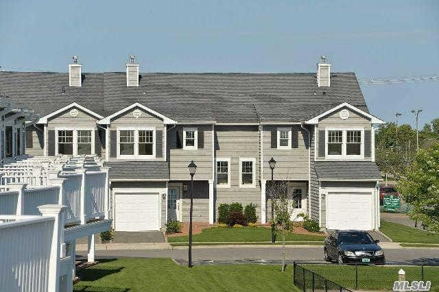 14 Ocean Watch Ct #14, Freeport, NY 11520