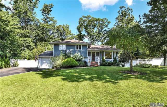14 Berrywood Dr, Huntington, NY 11743