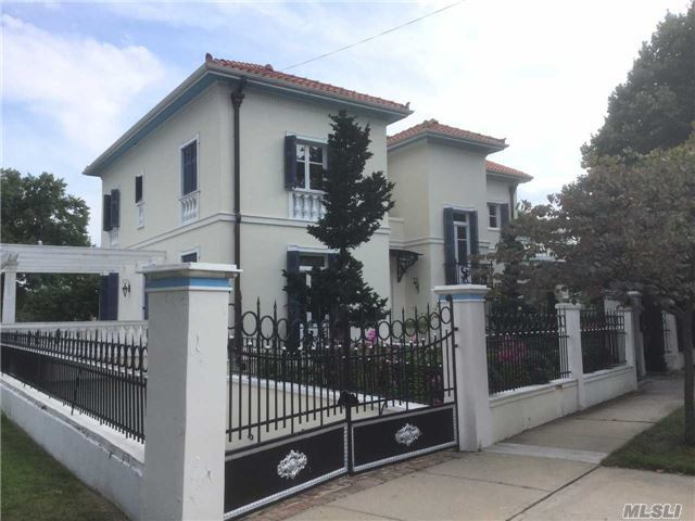 251-34 Thornhill Ave, Little Neck, NY 11362
