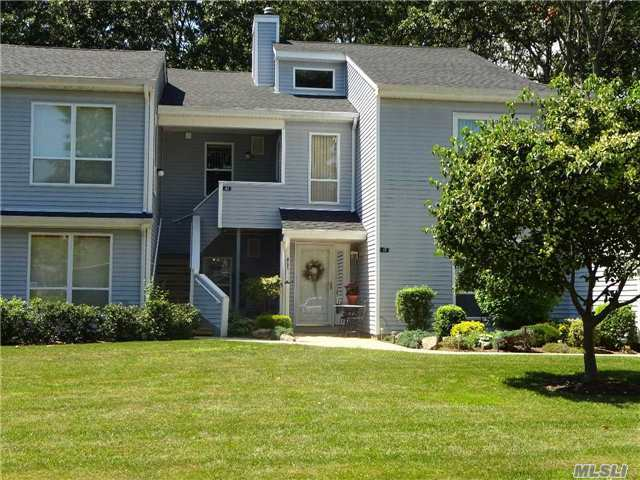 42 Lakeview Dr, Manorville, NY 11949