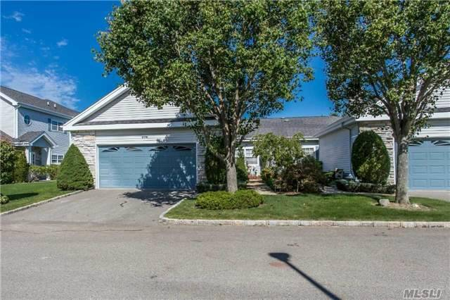 576 Mirror Pond Ct, Moriches, NY 11955