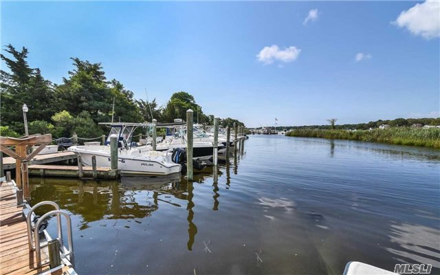 352 Seabreeze Ct, Moriches, NY 11955