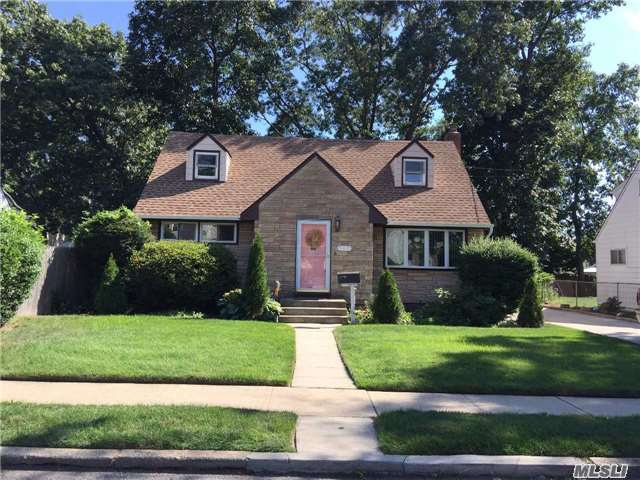537 Coolidge Ave, Rockville Centre, NY 11570