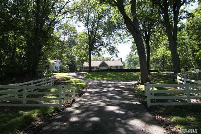 638 Moriches Rd, Nissequogue, NY 11780