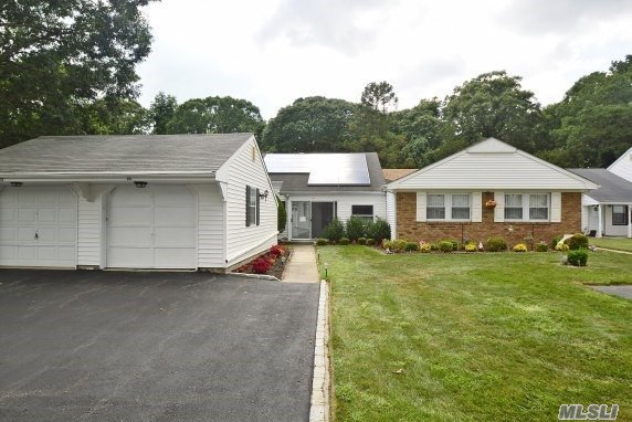 80 Forge Ln, Coram, NY 11727
