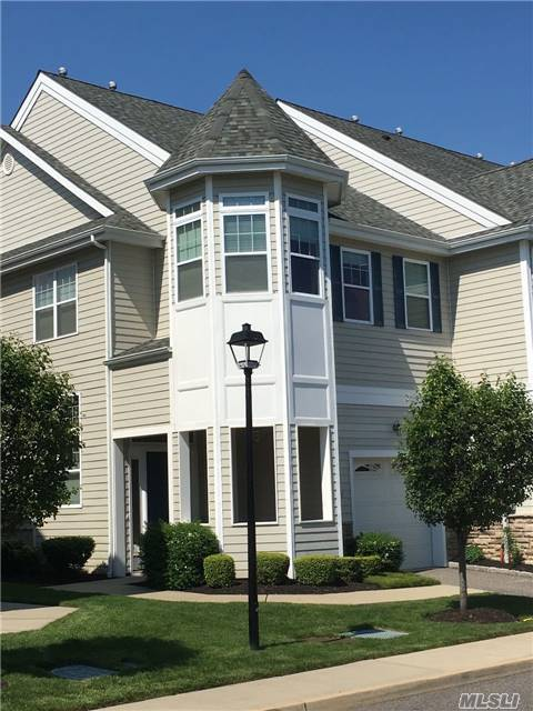 130 Jackie Ct, Patchogue, NY 11772