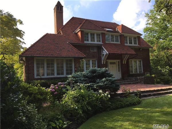 216 Greenway North Terr, Forest Hills, NY 11375