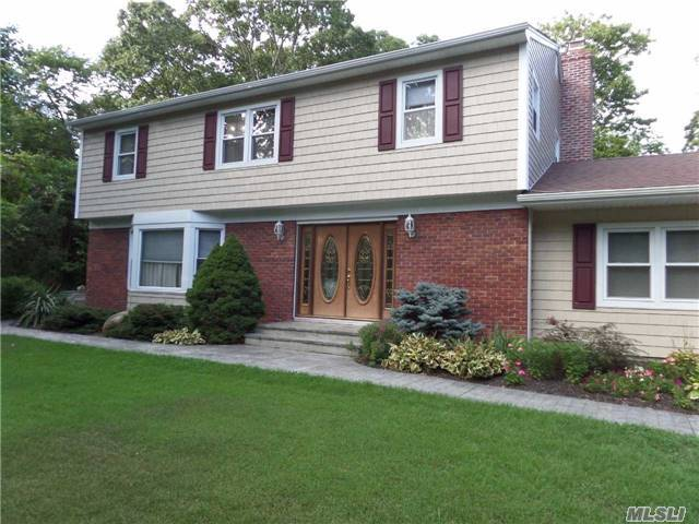 353 Pipe Stave Hollo Rd, Miller Place, NY 11764
