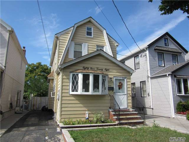 89-28 213th St, Queens Village, NY 11427