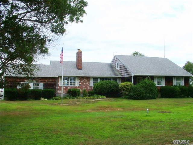 39 Boylan Ln, Blue Point, NY 11715