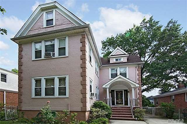 83-43 259th St, Floral Park, NY 11004