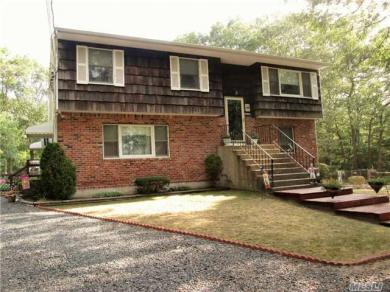 132 E Woodside Ave, Patchogue, NY 11772