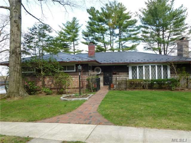 83 N Somerset Dr, Great Neck, NY 11020