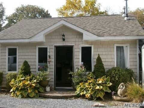 470 S Country Rd, E Patchogue, NY 11772