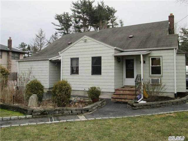52 2nd Ave, Brentwood, NY 11717