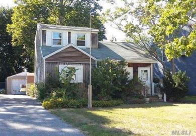 34 Louis Ave, Patchogue, NY 11772