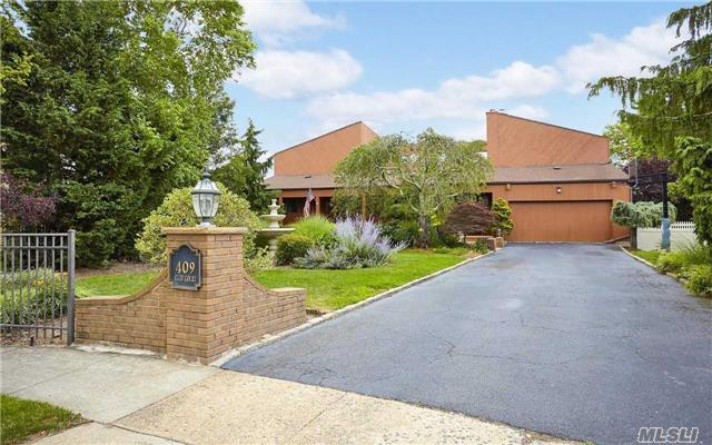 409 Club Ct, Oceanside, NY 11572