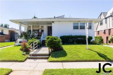 456 W Penn St, Long Beach, NY 11561