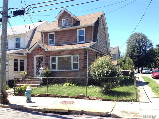 93-20 246th St, Floral Park, NY 11001