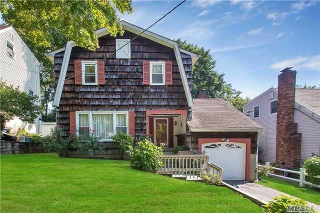 22 Forester Ct, Northport, NY 11768