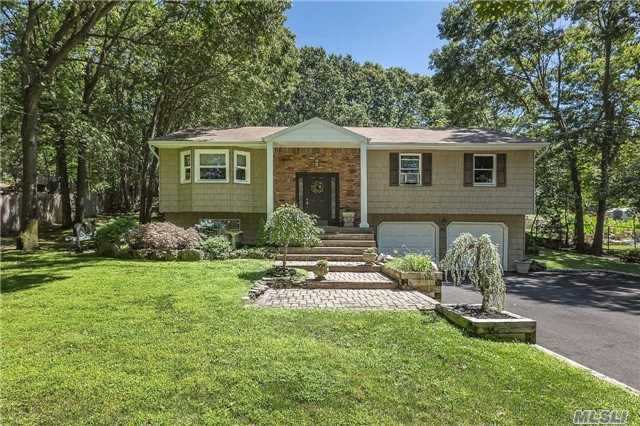 311 Old Indian Head Rd, Kings Park, NY 11754