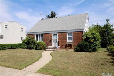 805 Planders Ave, Uniondale, NY 11553