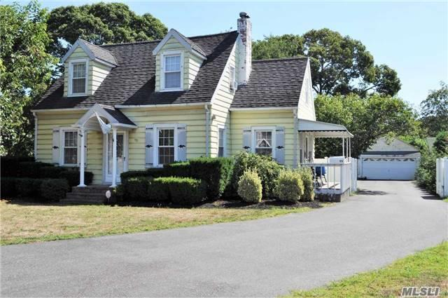 95 Roe Ave, E Patchogue, NY 11772