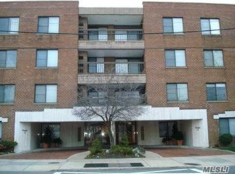 376 Central Ave #3e, Lawrence, NY 11559