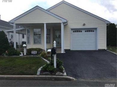 32 Willow Ct, Manorville, NY 11949