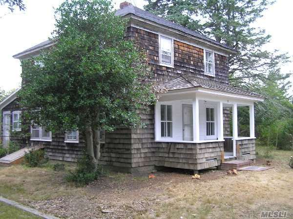 55 Old Riverhead Rd, Westhampton Bch, NY 11978