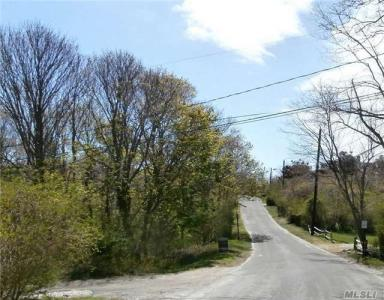 410 Aquaview Ave, East Marion, NY 11939
