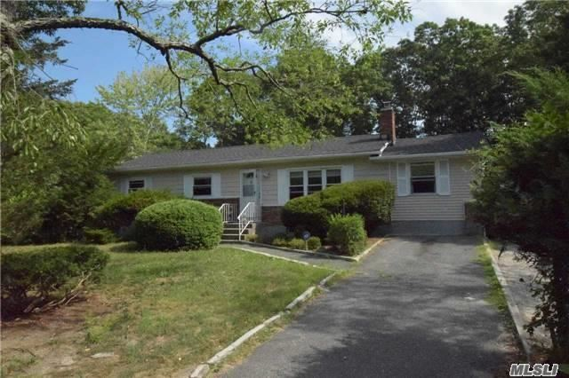 37 Wading River Rd, Center Moriches, NY 11934