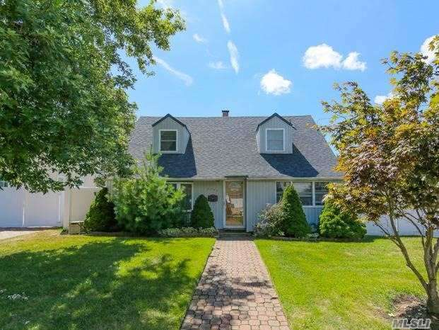 2296 4th St, East Meadow, NY 11554